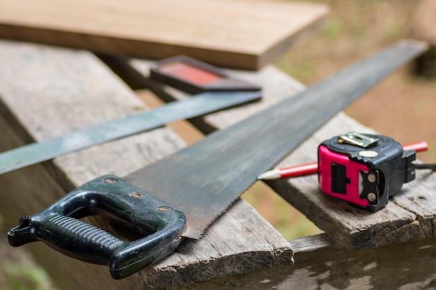 Ensemble d'outils de charpentier.