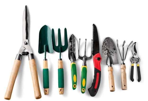 Ensemble d'outils de jardinage sur fond blanc