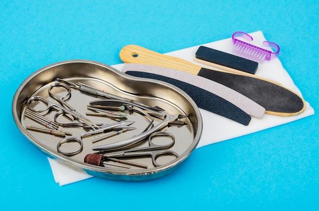 Ensemble d'outils de manucure professionnels. concept de beauté.