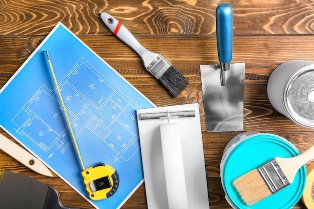 Ensemble d'outils de peintre sur bois