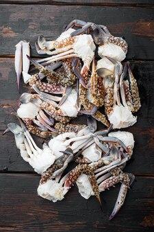 Ensemble de pièces de crabe de fleur cru frais ou de crabe bleu