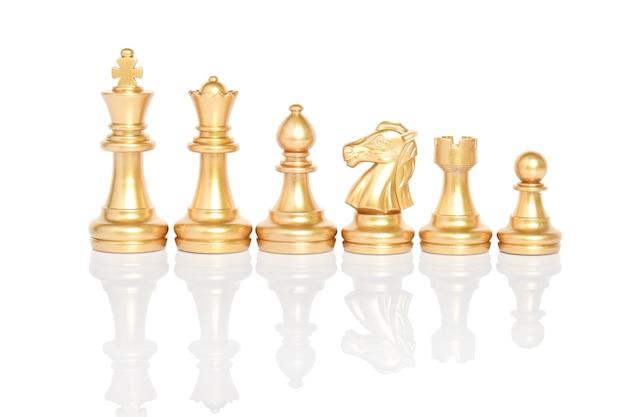 Ensemble de pièces d'échecs, jeu d'échecs isolé sur fond blanc chemin de détourage.