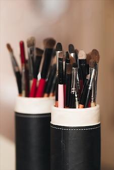 Ensemble de pinceaux de maquillage divers close-up / ensemble de pinceaux de maquillage