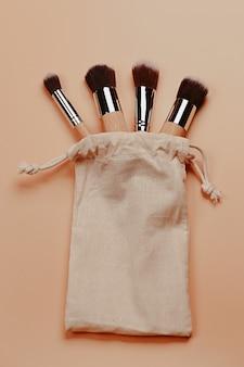 Ensemble de pinceaux de maquillage professionnels avec manche en bois concept zéro déchet respectueux de l'environnement