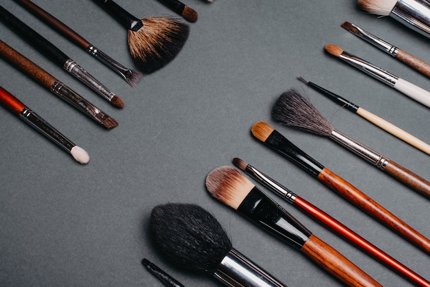 Ensemble de pinceaux professionnels pour le maquillage des yeux et les soins de la peau du visage