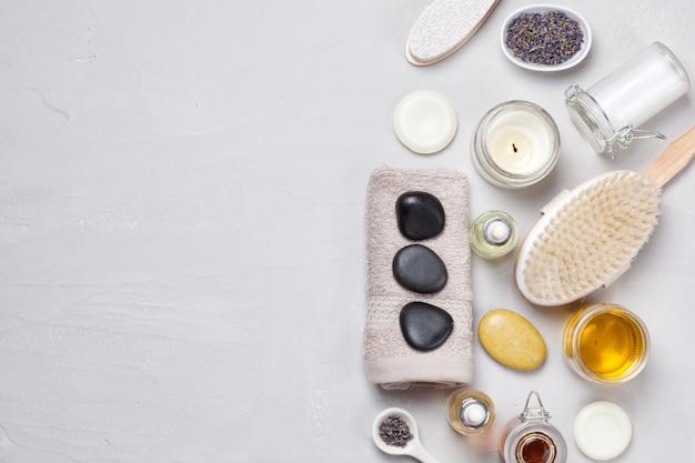 Ensemble de produits de spa traditionnels. concept de soin du corps naturel