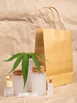 Ensemble de santé de cosmétiques naturels au chanvre, produit de soin de la peau à la marijuana.