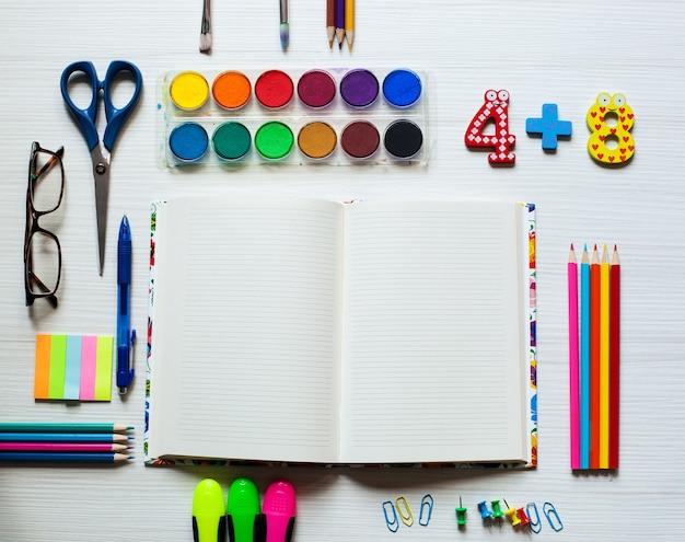 Ensemble scolaire et fournitures de bureau