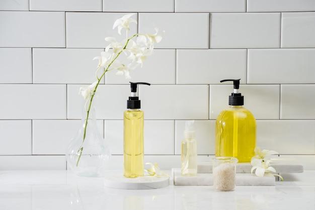 Ensemble spa avec orchidée blanche, huile, sel