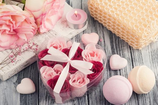 Ensemble spa avec roses, savon de bain
