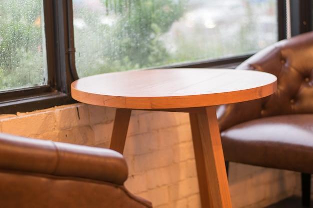Ensemble de table en bois vintage vide