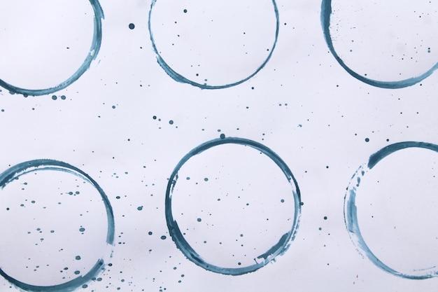 Ensemble de taches bleues isolé sur fond de papier blanc