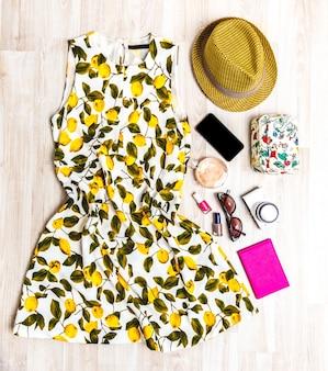 Ensemble de vêtements d'été.