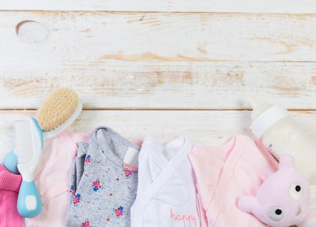 Ensemble de vêtements à la mode et des trucs pour enfants pour petite fille