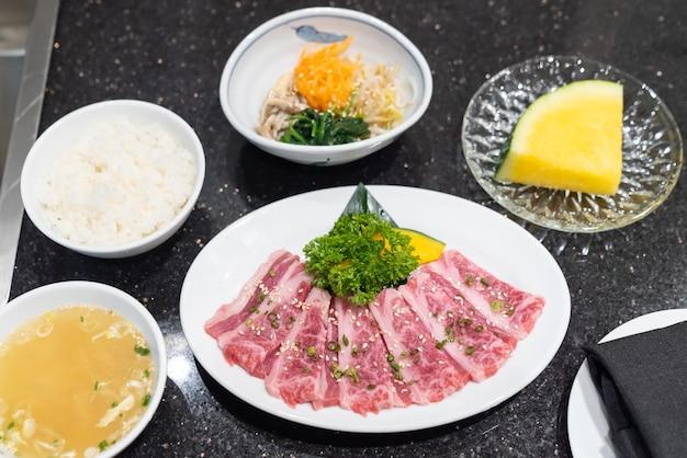 Ensemble de viande de bœuf wagyu de première qualité crue