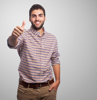 Enthousiaste homme avec thumbs-up