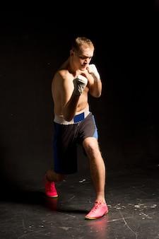 Entraînement de boxeur sur le ring