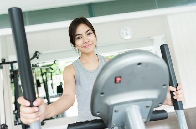 Entraînement femme au fitness