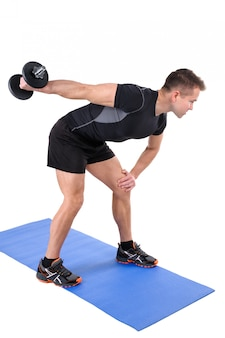 Entraînement d'haltères longues avec extension de triceps debout