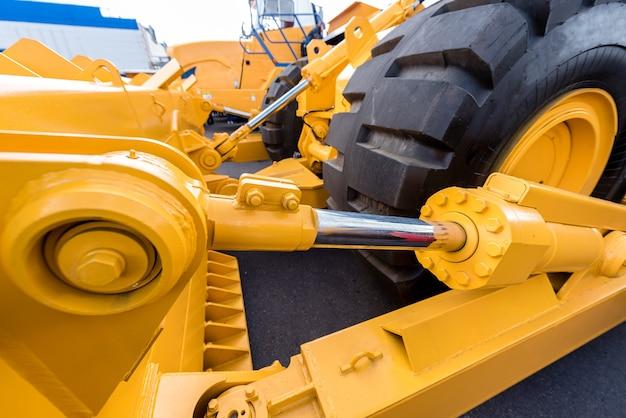 Entraînement hydraulique du godet dans le bulldozer