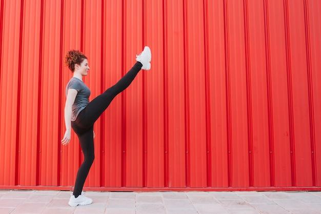 Entraînement sportif flexible dans la rue