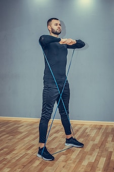 Entraînement sportif vertical sur toute la longueur avec bande en boucle.