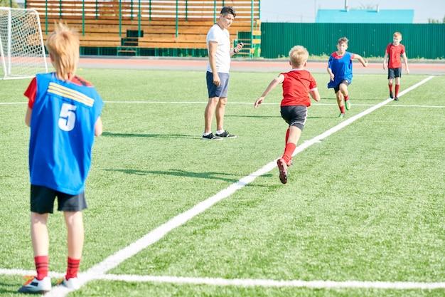 Entraîneur de football, formation des enfants