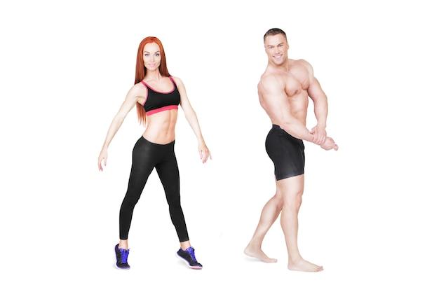 Entraîneurs de fitness posant