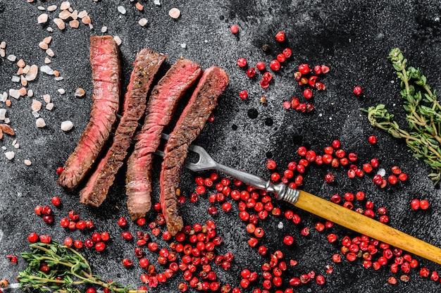Entrecôte grillée tranchée aux épices