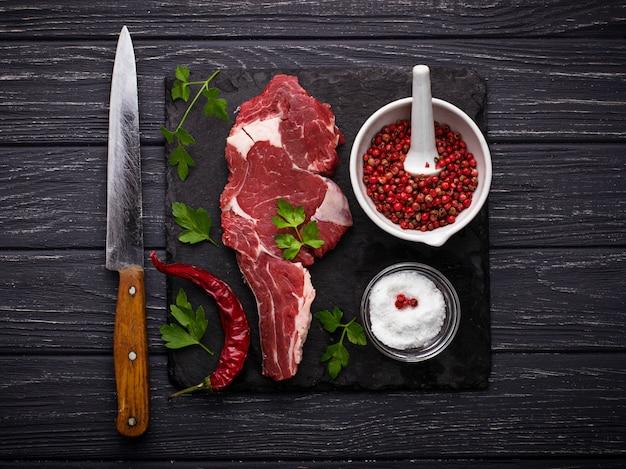 Entrecôte de steak de viande crue