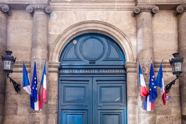 Entrée du monument du sénat français, paris
