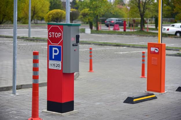 Entrée d'un parking payant en ville