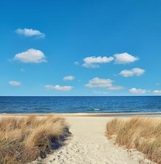 Entrée de la plage de l'île de rugen, nord de l'allemagne