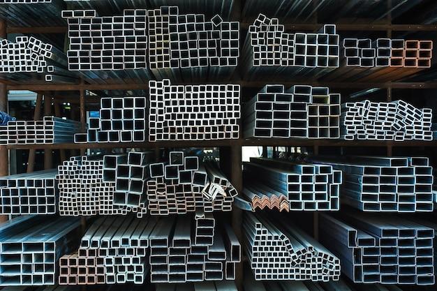 Entrepôt en grande usine d'acier