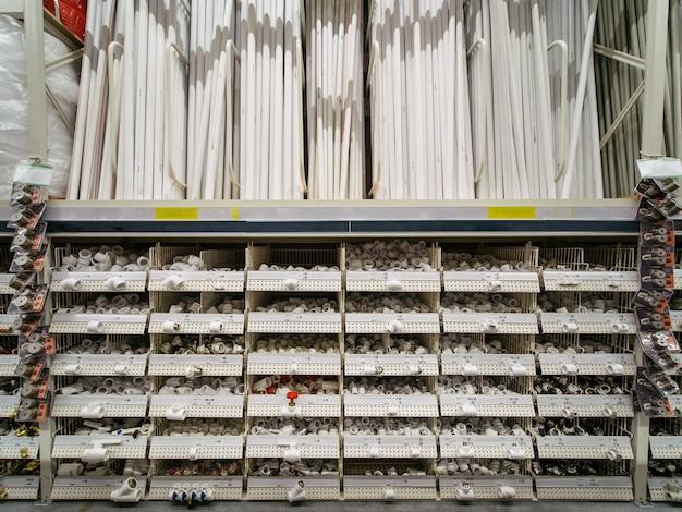 Entrepôt de matériaux de construction dans un magasin industriel