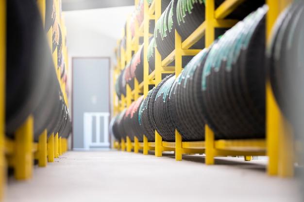 Entrepôt de stockage de pneus