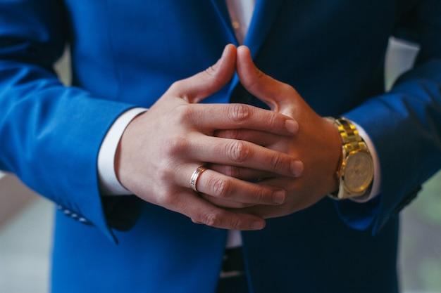 Entrepreneur et homme d'affaires prospère. mains