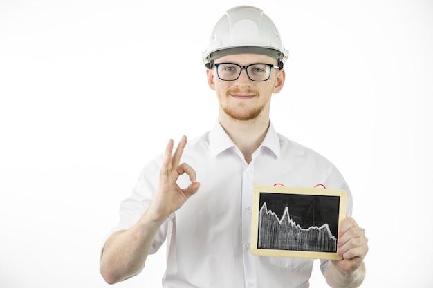 Un entrepreneur pétrochimique conclut un accord sur une livraison de pétrole rentable montrant un signe ok