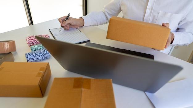 Entreprise de livraison boîte d'emballage pour les travailleurs des petites et moyennes entreprises (pme)
