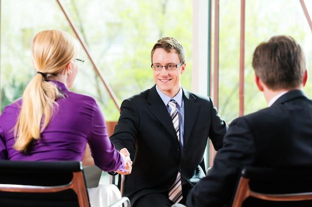 Entretien d'embauche avec les ressources humaines et le candidat