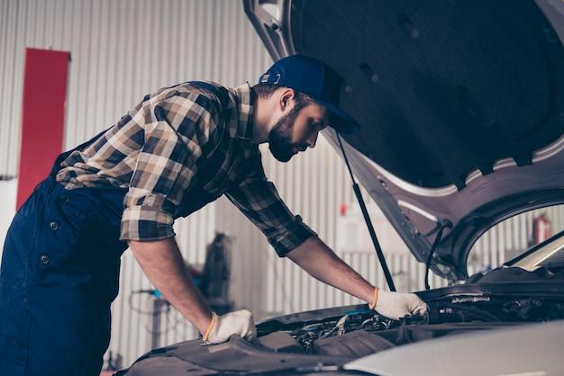 Entretien de réparation de service de voiture
