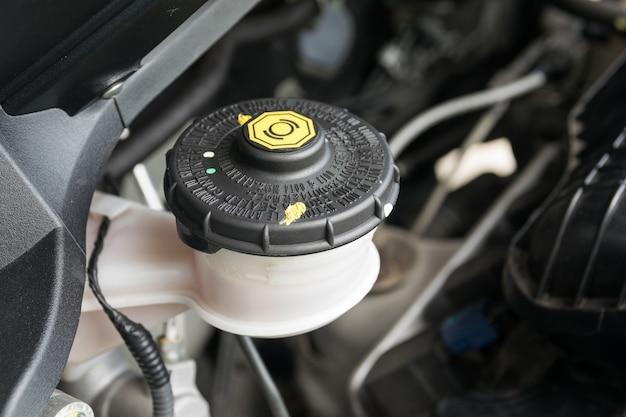 Entretien de la voiture, vérifier le niveau de liquide de frein et d'embrayage