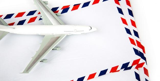 Enveloppe airmail avec modèle d'avion