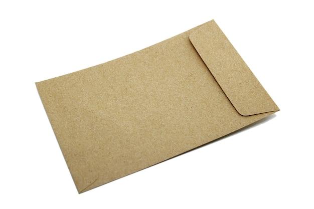 Enveloppe brune isoler sur fond blanc