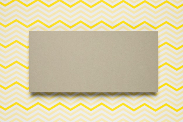 Enveloppe en carton avec fond