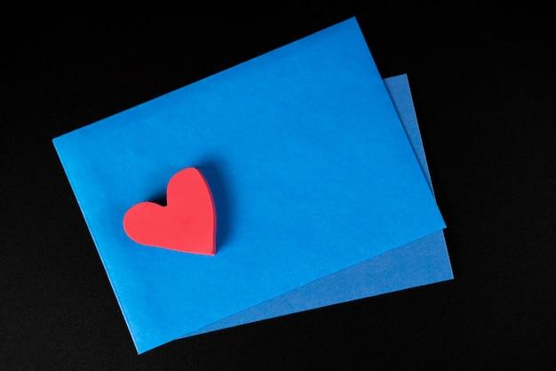 Enveloppe avec un coeur pour les amoureux