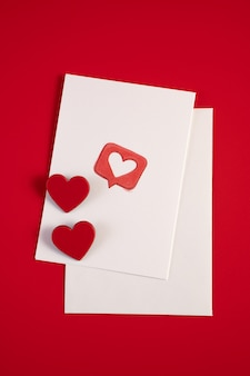 Enveloppe avec coeurs