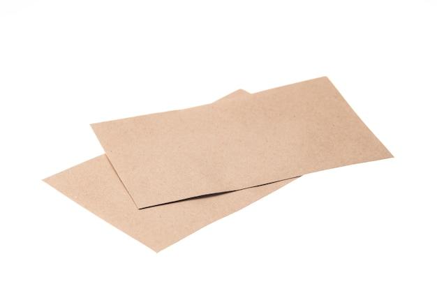 Enveloppe de papier marron isolée