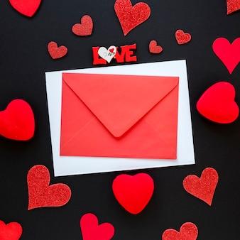 Enveloppe pour la saint valentin avec des coeurs