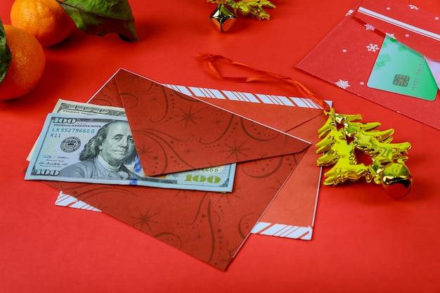 Enveloppe rouge de décorations du nouvel an chinois et dollar américain bonne année